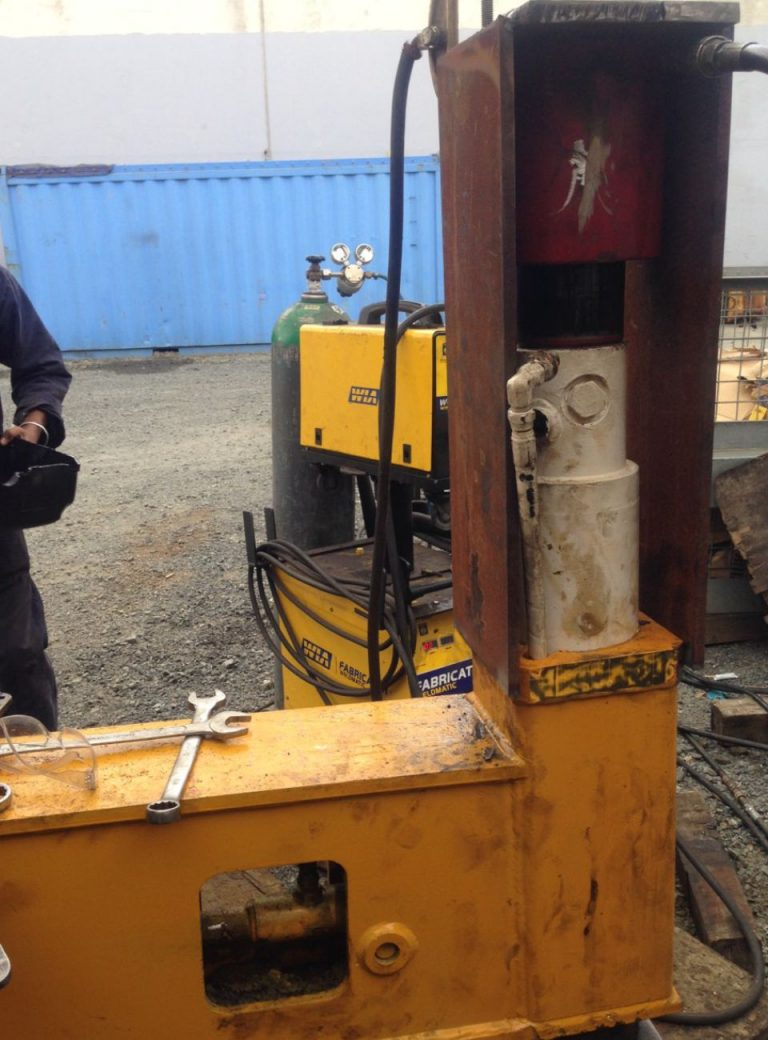 Removing a ram Leg from crane at Seel Engineering & Hydraulics